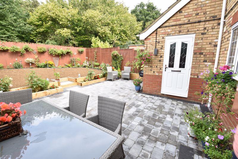 3 bedroom  to buy in Brompton Gardens, Luton - Photo 4