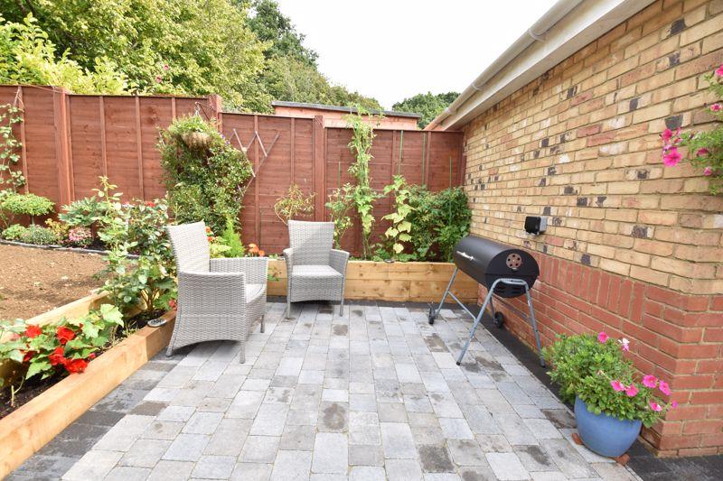 3 bedroom  to buy in Brompton Gardens, Luton - Photo 5