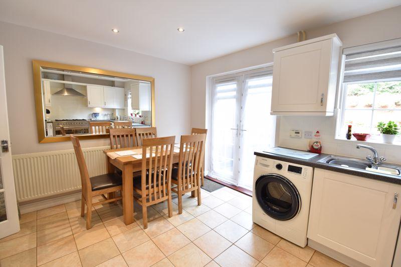 3 bedroom  to buy in Brompton Gardens, Luton - Photo 8