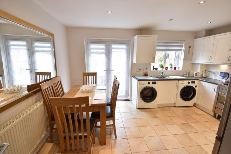 3 bedroom  to buy in Brompton Gardens, Luton - Photo 9