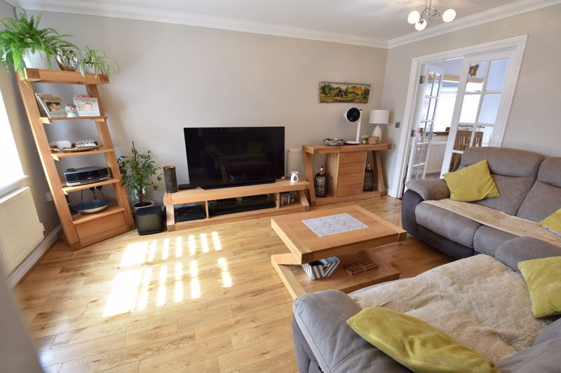 3 bedroom  to buy in Brompton Gardens, Luton - Photo 11