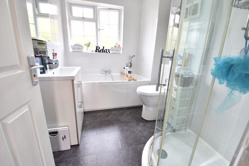 3 bedroom  to buy in Brompton Gardens, Luton - Photo 14
