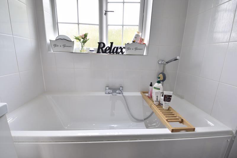 3 bedroom  to buy in Brompton Gardens, Luton - Photo 15