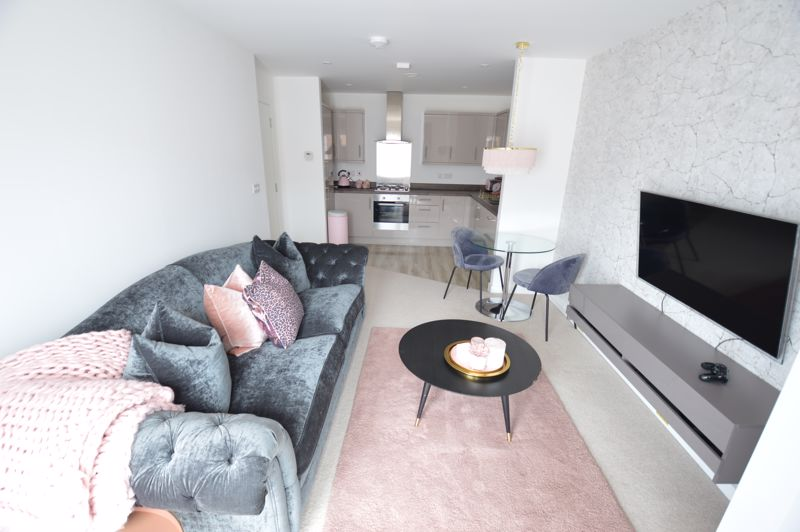 2 bedroom Flat to buy in Union Street, Luton - Photo 2