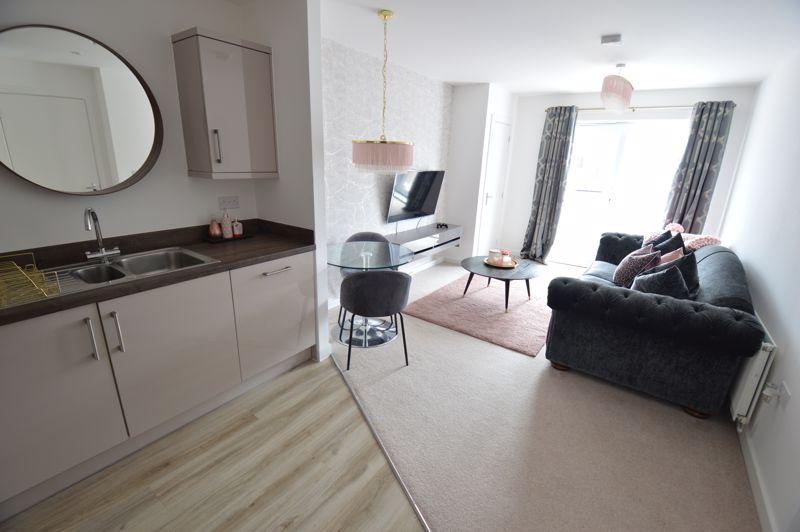 2 bedroom Flat to buy in Union Street, Luton - Photo 4