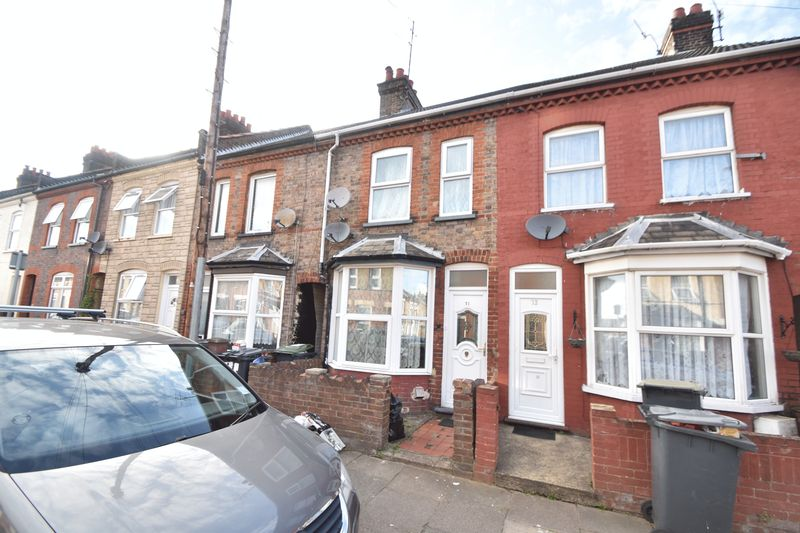 2 bedroom Mid Terrace to buy in Spencer Road, Luton