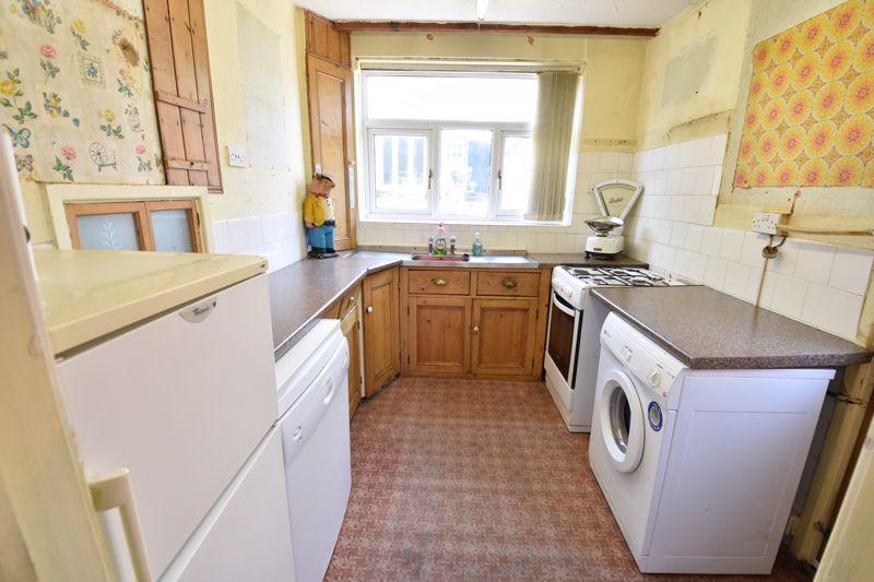 3 bedroom  to buy in Tenzing Grove, Luton - Photo 3