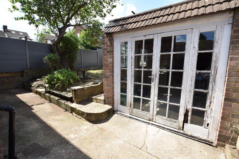 3 bedroom  to buy in Tenzing Grove, Luton - Photo 4