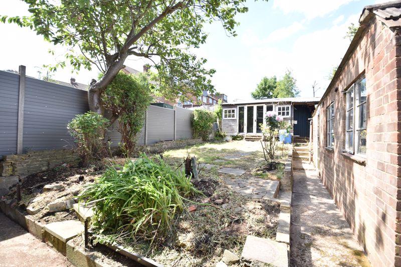 3 bedroom  to buy in Tenzing Grove, Luton - Photo 6