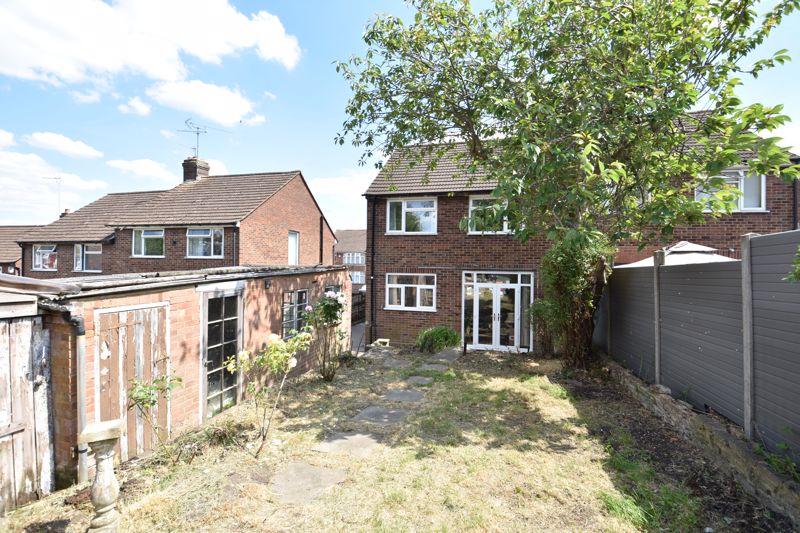 3 bedroom  to buy in Tenzing Grove, Luton - Photo 8