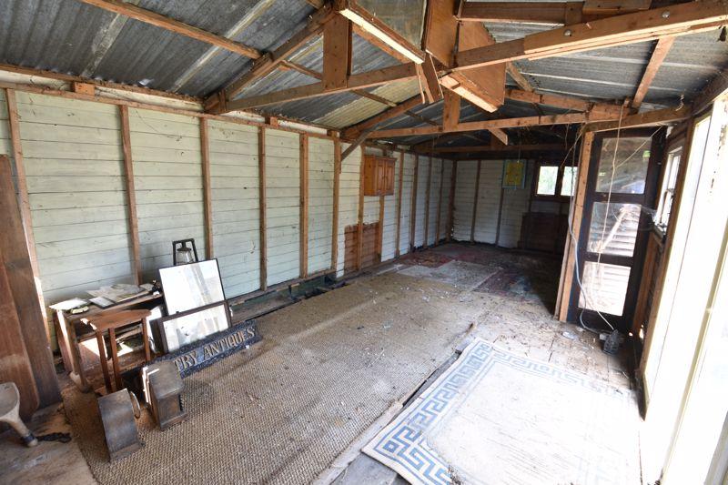 3 bedroom  to buy in Tenzing Grove, Luton - Photo 10