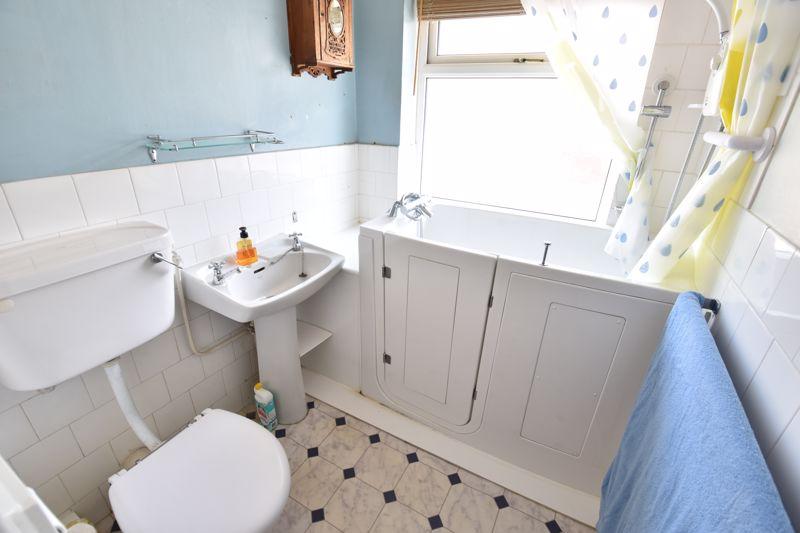 3 bedroom  to buy in Tenzing Grove, Luton - Photo 15