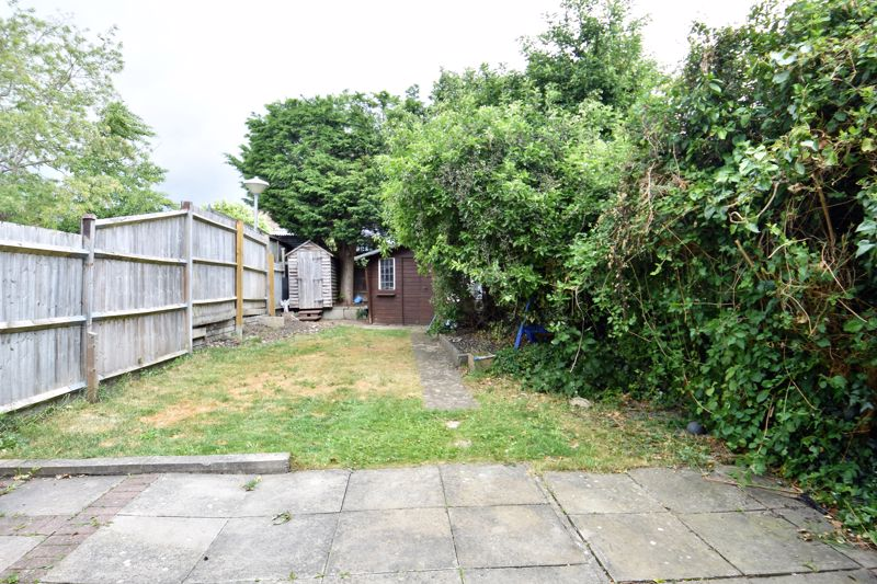 3 bedroom Mid Terrace to buy in Kenneth Road, Luton - Photo 6