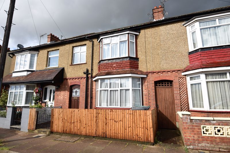 3 bedroom Mid Terrace to buy in Kenneth Road, Luton - Photo 9
