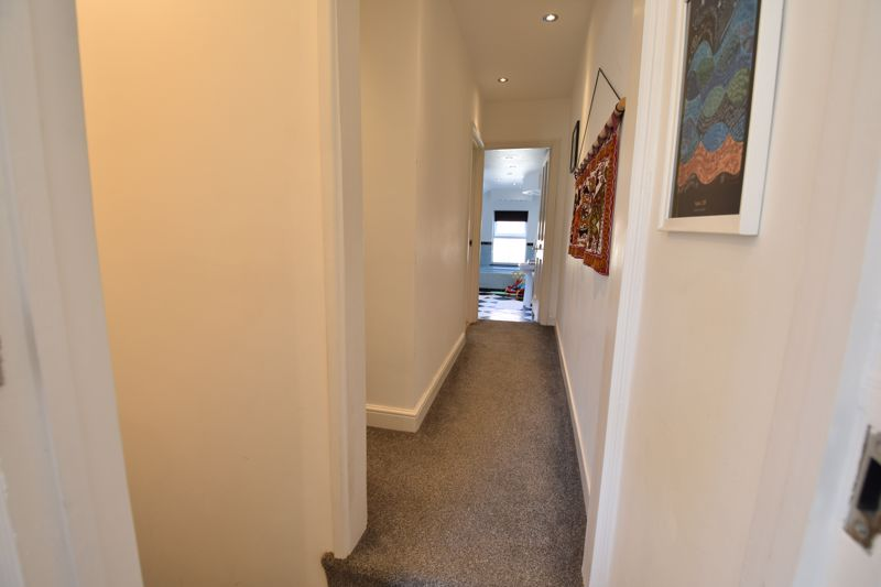 3 bedroom Mid Terrace to buy in Cobden Street, Luton - Photo 6