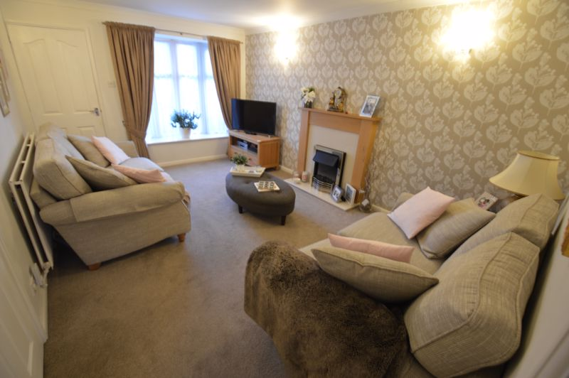 3 bedroom Semi-Detached  to buy in Kershaw Close, Luton - Photo 1