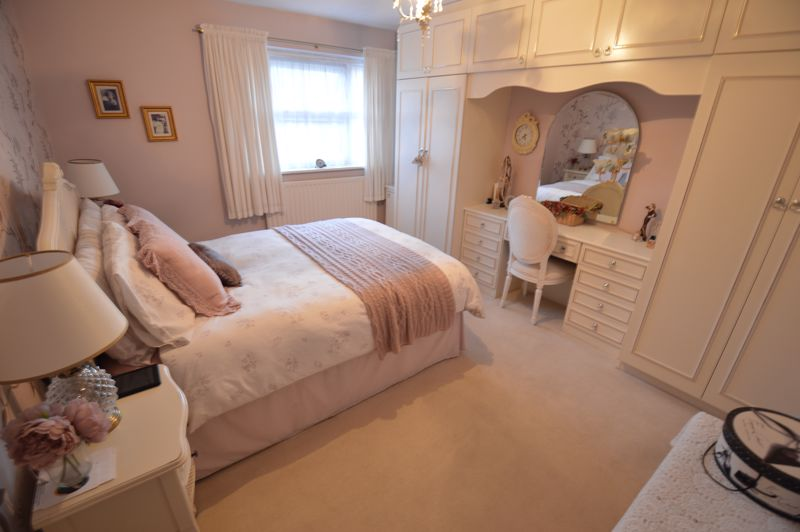 3 bedroom Semi-Detached  to buy in Kershaw Close, Luton - Photo 6