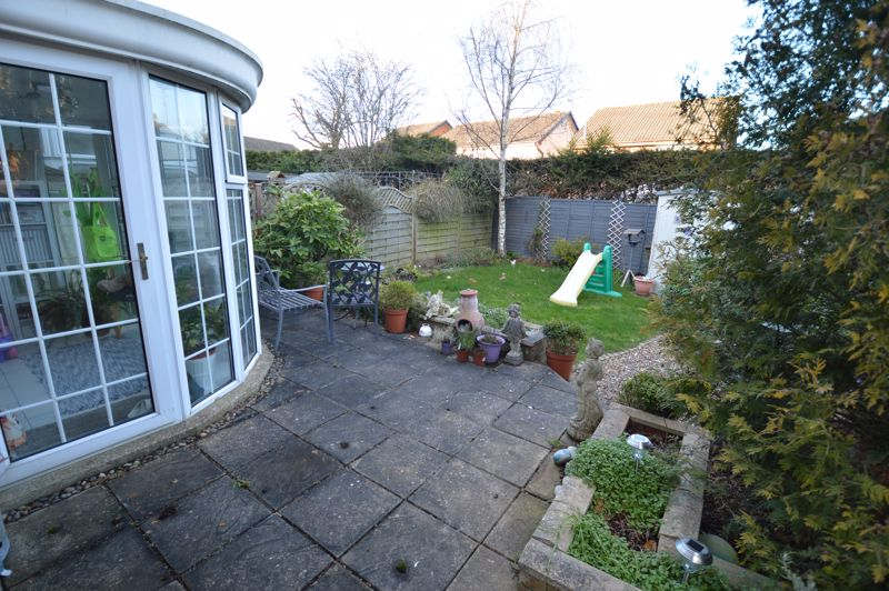 3 bedroom Semi-Detached  to buy in Kershaw Close, Luton - Photo 13