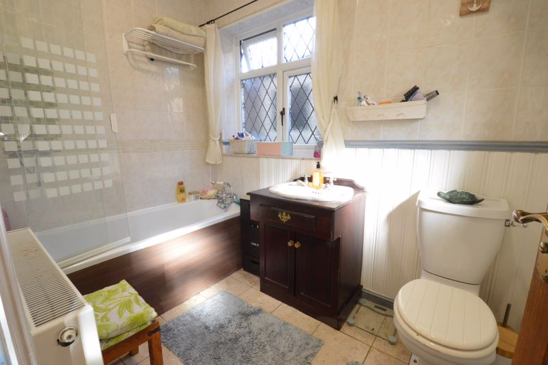 2 bedroom Semi-Detached  to buy in Alwyn Close, Luton - Photo 2