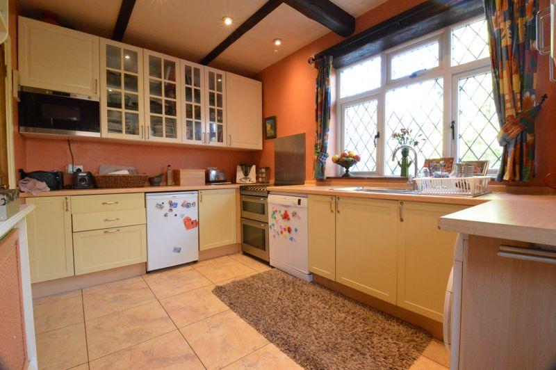 2 bedroom Semi-Detached  to buy in Alwyn Close, Luton - Photo 3
