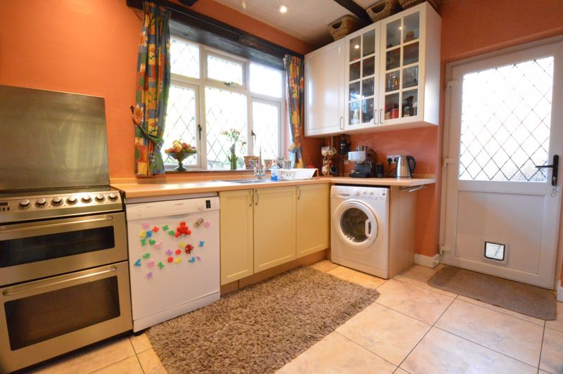 2 bedroom Semi-Detached  to buy in Alwyn Close, Luton - Photo 4
