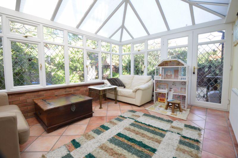 2 bedroom Semi-Detached  to buy in Alwyn Close, Luton - Photo 5