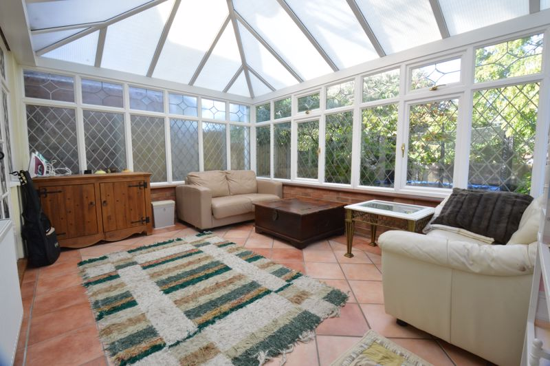 2 bedroom Semi-Detached  to buy in Alwyn Close, Luton - Photo 6