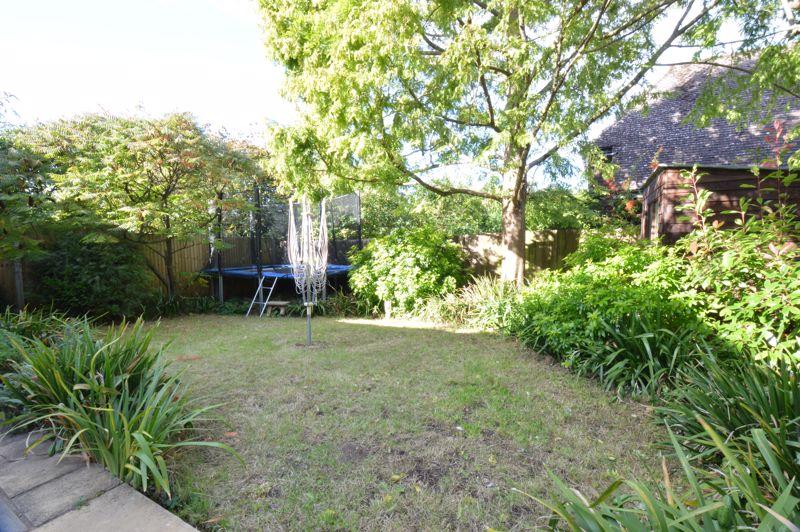2 bedroom Semi-Detached  to buy in Alwyn Close, Luton - Photo 9