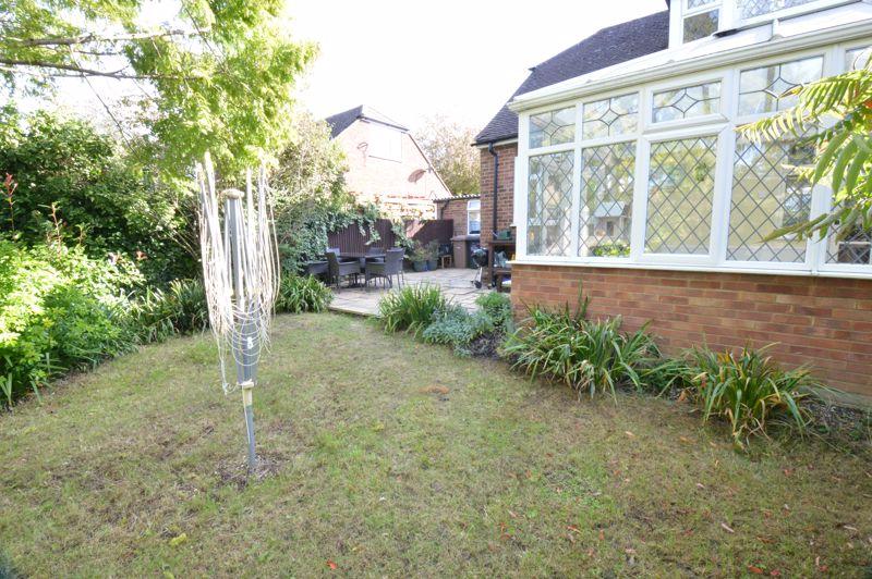 2 bedroom Semi-Detached  to buy in Alwyn Close, Luton - Photo 10