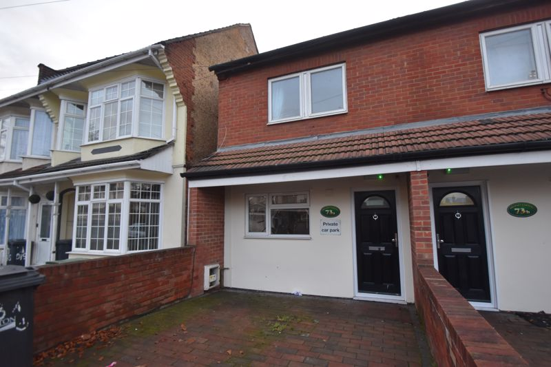 5 bedroom Semi-Detached  to rent in Biscot Road, Luton
