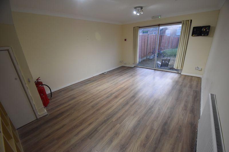 5 bedroom Semi-Detached  to rent in Biscot Road, Luton - Photo 7