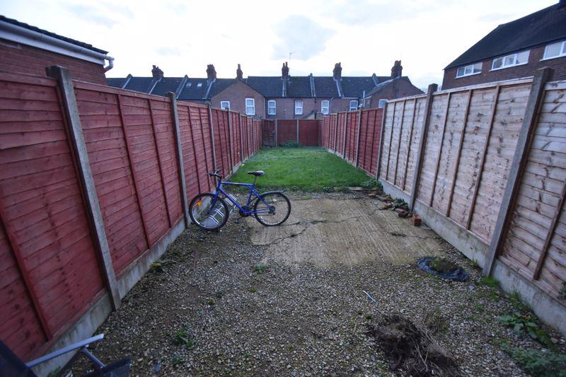 5 bedroom Semi-Detached  to rent in Biscot Road, Luton - Photo 9