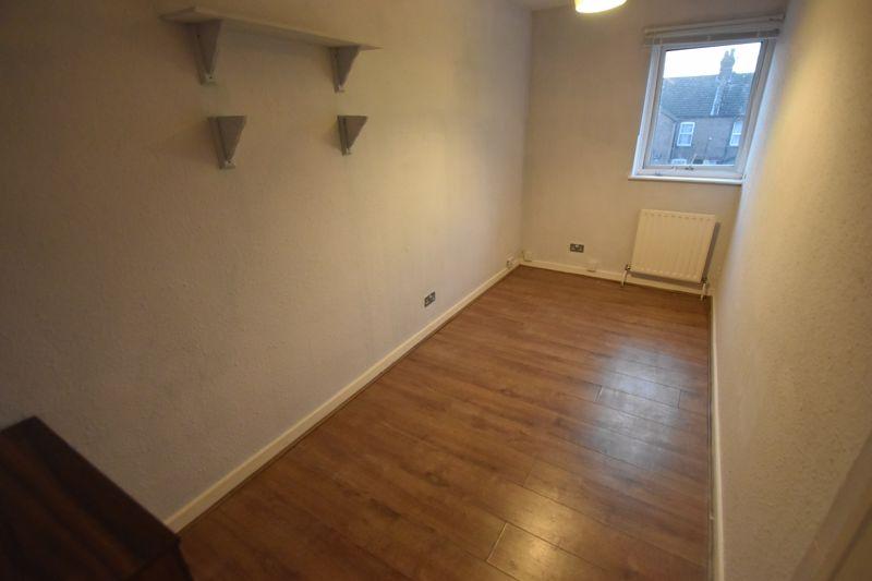 5 bedroom Semi-Detached  to rent in Biscot Road, Luton - Photo 11