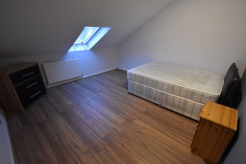 5 bedroom Semi-Detached  to rent in Biscot Road, Luton - Photo 14