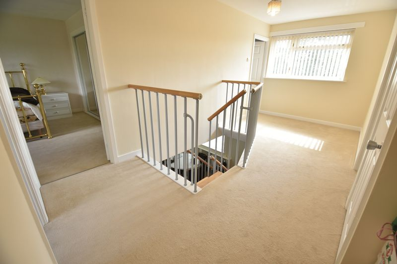 5 bedroom Detached  to buy in Ringwood Road, Luton - Photo 6
