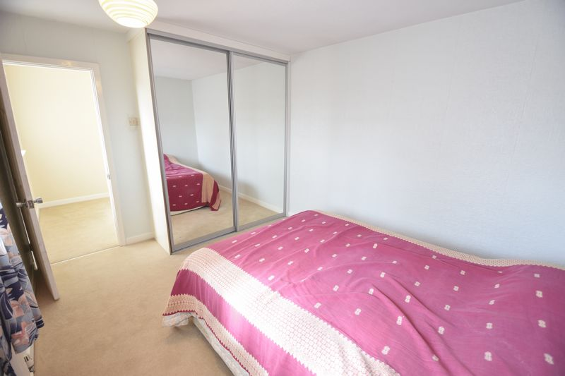 5 bedroom Detached  to buy in Ringwood Road, Luton - Photo 7