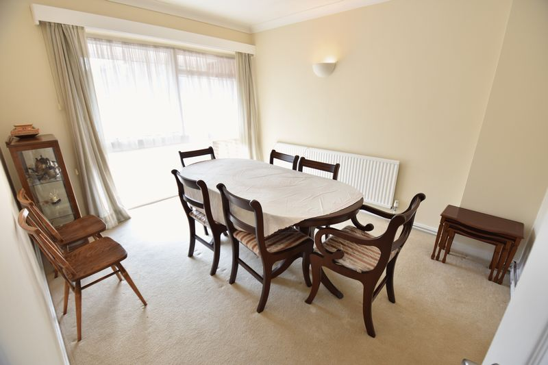 5 bedroom Detached  to buy in Ringwood Road, Luton - Photo 9