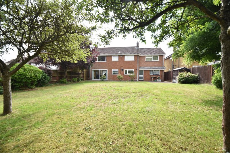 5 bedroom Detached  to buy in Ringwood Road, Luton - Photo 10