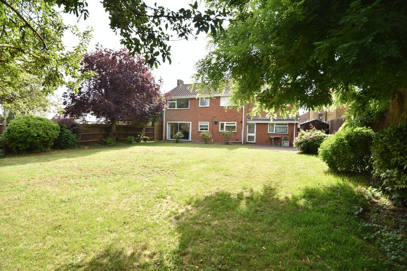 5 bedroom Detached  to buy in Ringwood Road, Luton - Photo 11