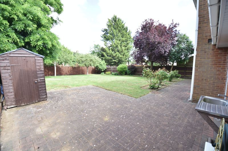 5 bedroom Detached  to buy in Ringwood Road, Luton - Photo 13