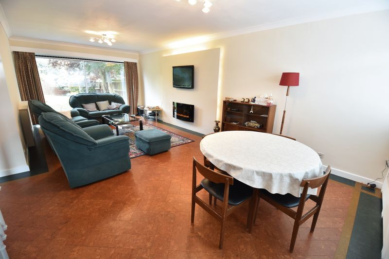 5 bedroom Detached  to buy in Ringwood Road, Luton - Photo 14