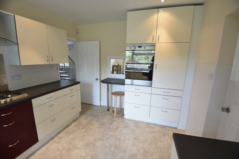 5 bedroom Detached  to buy in Ringwood Road, Luton - Photo 17