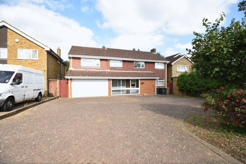 5 bedroom Detached  to buy in Ringwood Road, Luton - Photo 19
