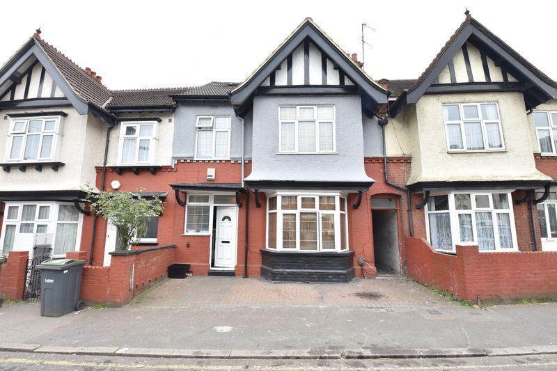 8 bedroom  to buy in Cromwell Road, Luton - Photo 1
