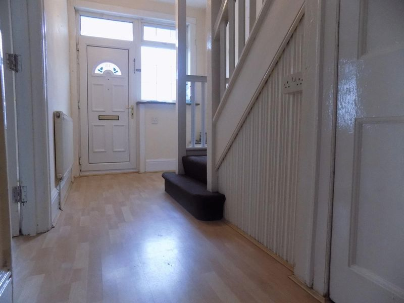 8 bedroom  to buy in Cromwell Road, Luton - Photo 10
