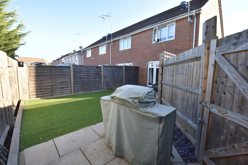 2 bedroom End Terrace to buy in Verde Close, Luton - Photo 2