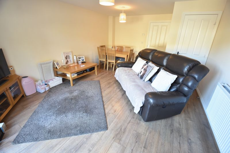 2 bedroom End Terrace to buy in Verde Close, Luton - Photo 3