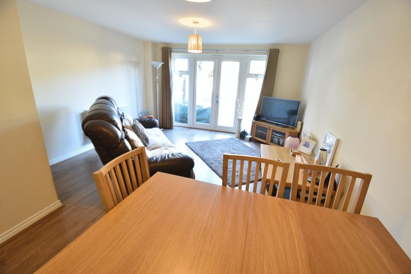 2 bedroom End Terrace to buy in Verde Close, Luton - Photo 5