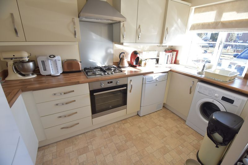 2 bedroom End Terrace to buy in Verde Close, Luton - Photo 6