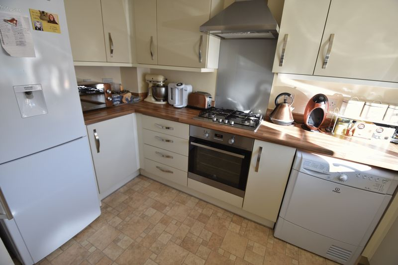 2 bedroom End Terrace to buy in Verde Close, Luton - Photo 7